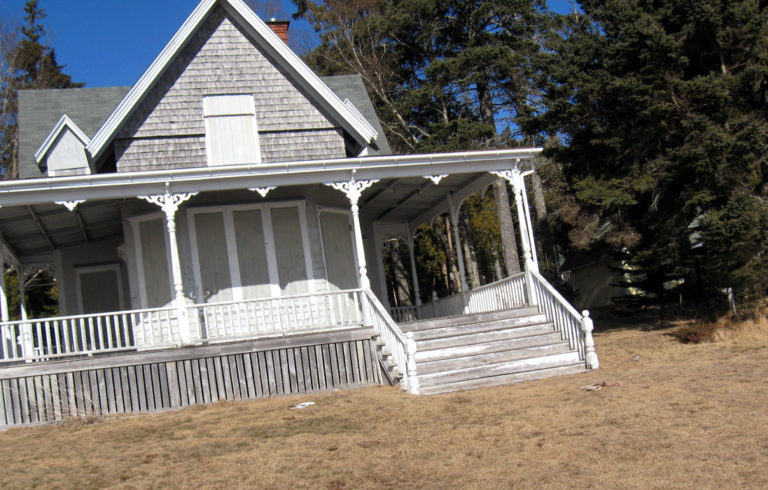 A summer house at Hancock Point