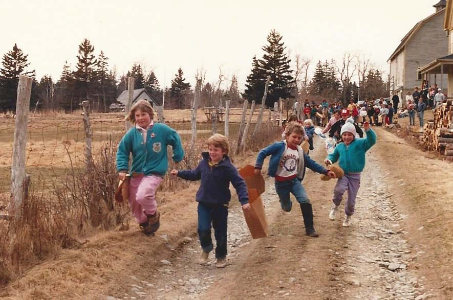 Children take off in their hunt for the Easter eggs in this snapshot from decades ago.