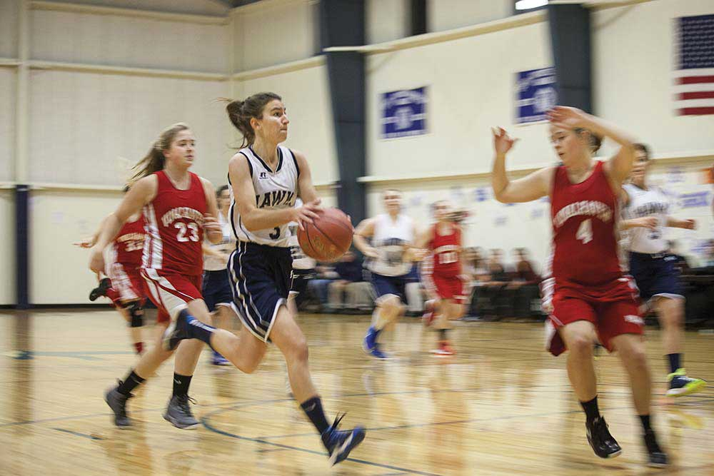 Vinalhaven girls defend.